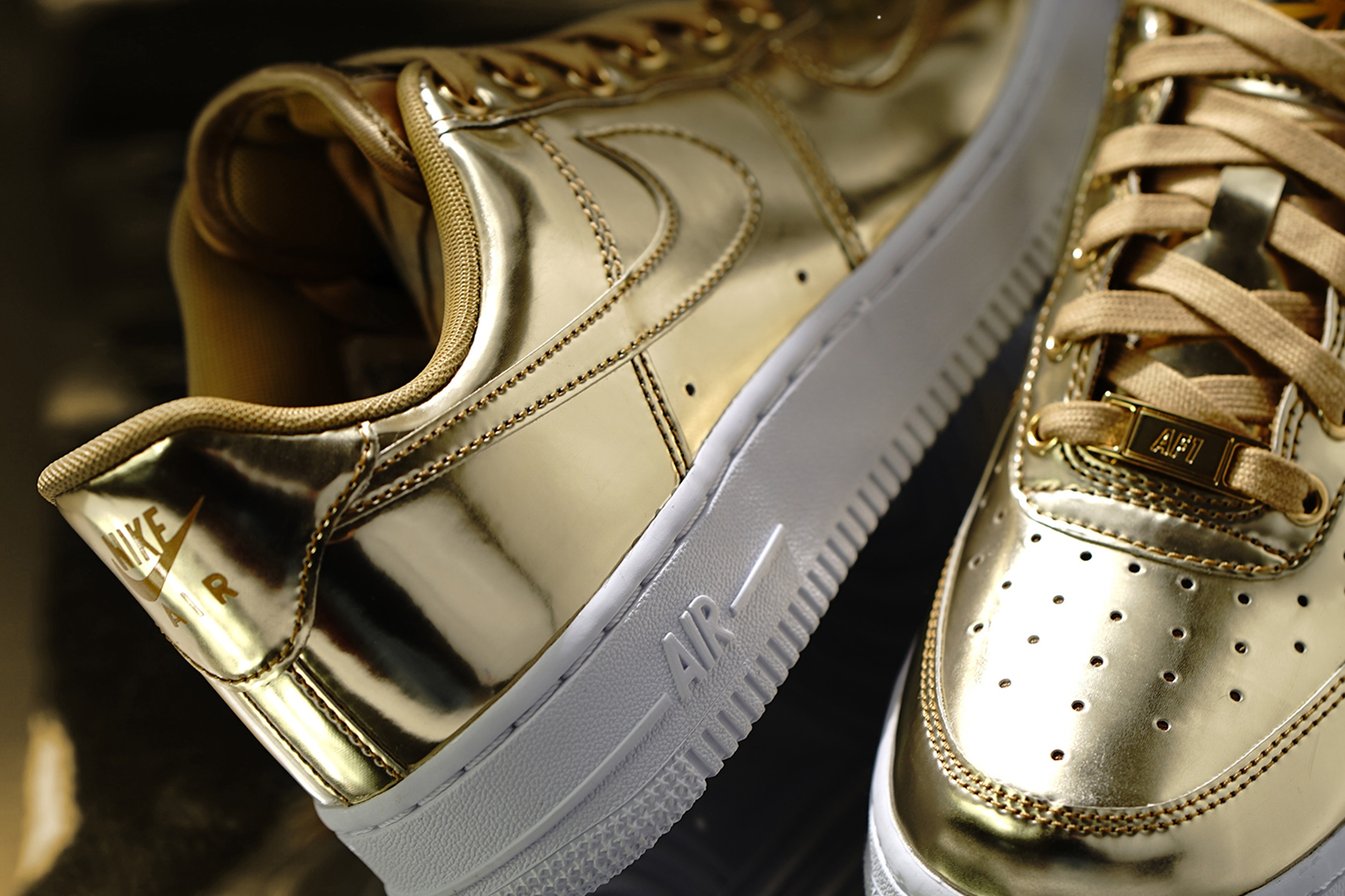 Nike Air Force 1 SP metallic